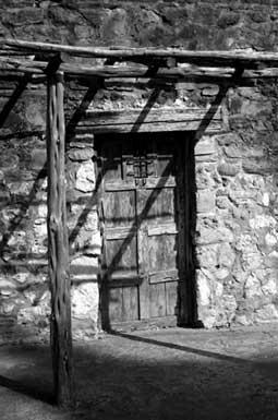 Tres vidas tras la puerta